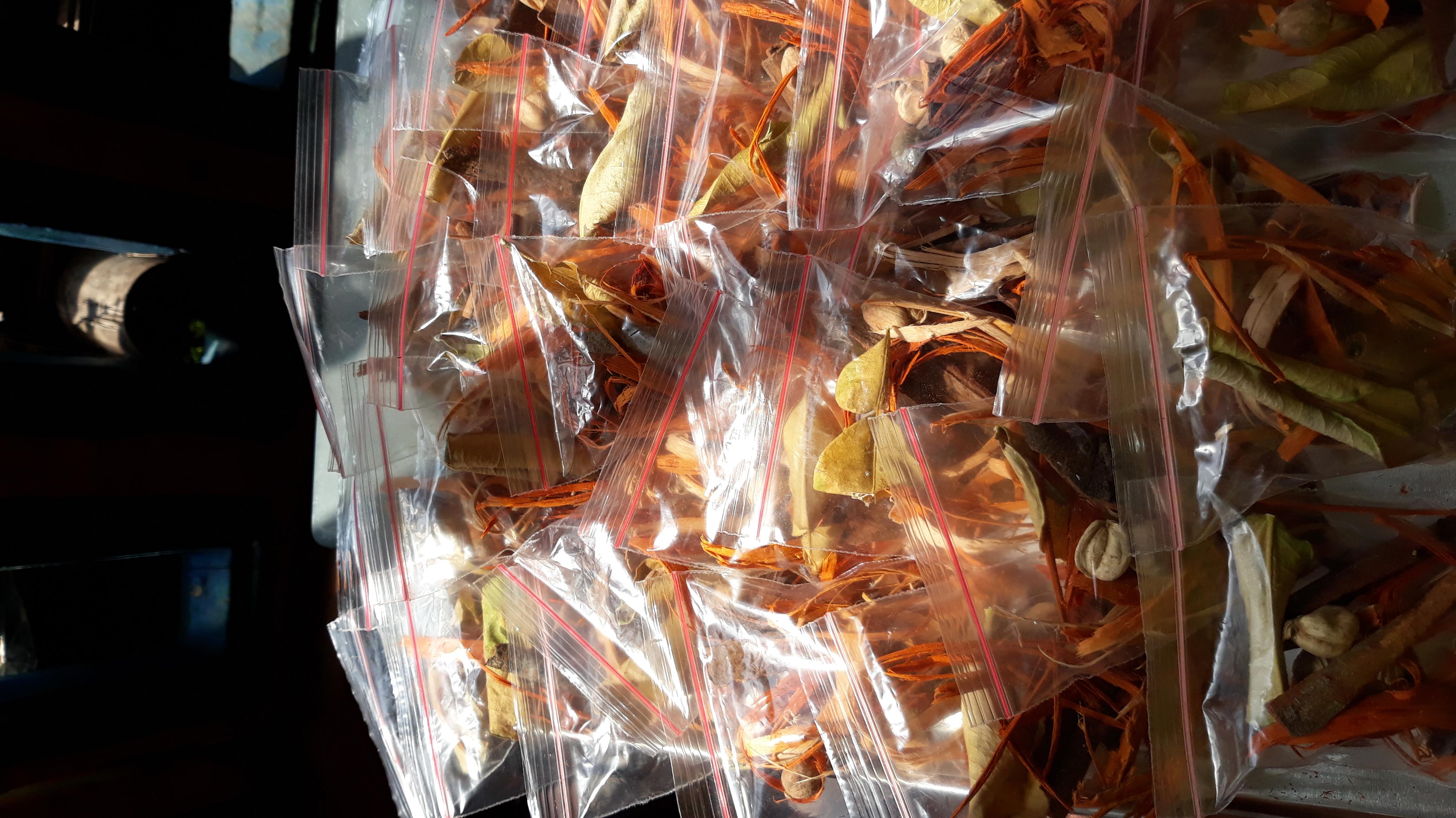 Wedang uwuh yang sudah dikemas dan siap dibagikan ke warga Senggreng